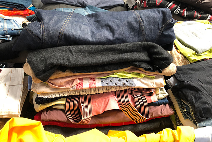 the clothes second hand Extra includes mostly adult clothing winter-summer